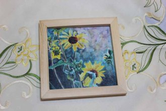 Natural 5x5- 570 pixels- frame with cream flower background