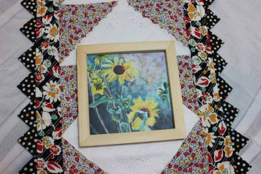 Natural frame 5x5 - 570 pixels-Sunflowers with Country Background copy